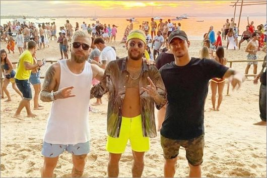Resultado de imagem para Além de Gabigol, Neymar, Marina Ruy Barbosa, Bruno Gagliasso e Giovanna Ewbank curtem fim de 2019 na Bahia